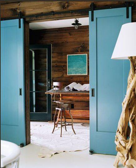 Morskie drewniane drzwi przesuwne, dom z klimatem