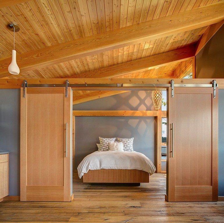 przesuwne drzwi dwuskrzydłowe oddzielające część sypialnianą wnętrza