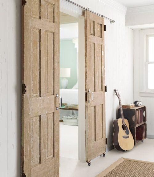 wąskie drzwi przesuwne dwuskrzydłowe - rozwiązanie do niewielkich pomieszczeń