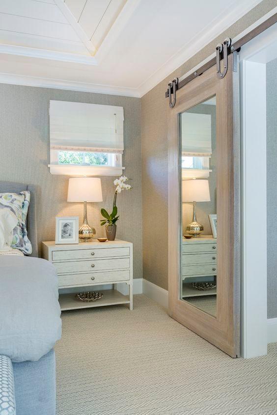 Drzwi przeuwne z lustrem w sypialni