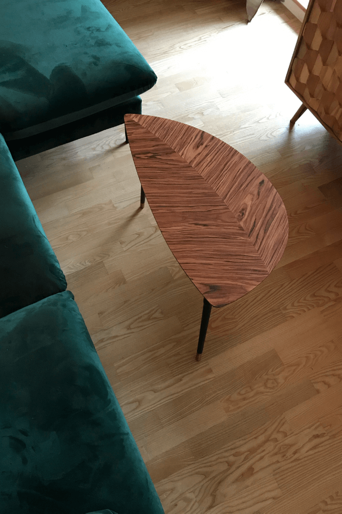 nowoczesne wnętrze, zielona sofa, kanapa w stylu skandynawskim, stolik kawowy w stylu nowoczensym