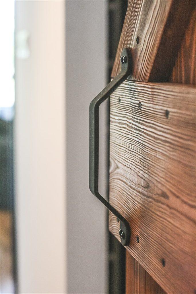 """klamka do drzwi przesuwnych, uchwyt do drzwi przesuwnych, drzwi drewniane w stylu """"barn door"""", drzwi przesuwne szczotkowane, drzwi przesuwne barn door"""
