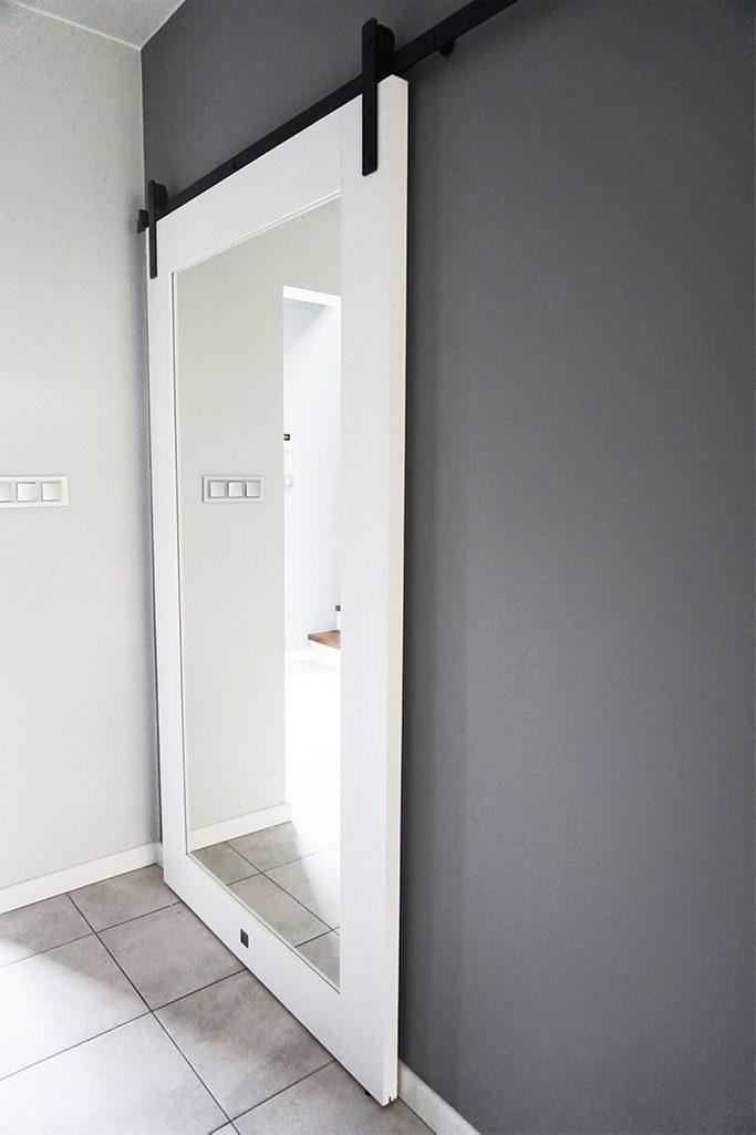 drzwi przesuwne z lustrem białe, duże drzwi z lustrem, drzwi drewniane z lustrem