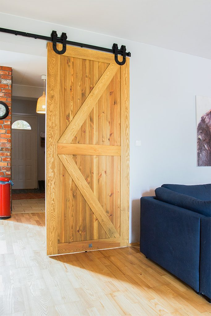 drzwi przesuwne drewniane szczotkowane, drzwi przesuwne barn door drzwi przesuwne z podkową; drzwi drewaniane rustykalne; drzwi rustykalne;
