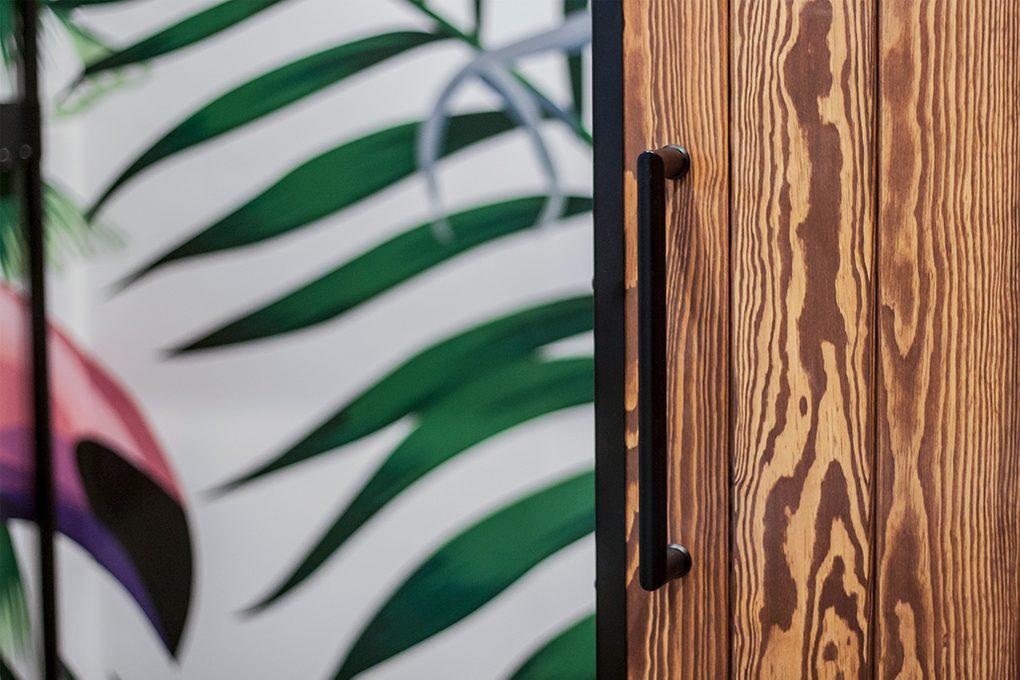 drzwi przesuwne w metalowej ramie, klamka do drzwi przesuwnych, uchwyt do drzwi przesuwnych
