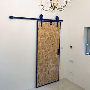 rolki do drzwi przesuwnych, prowadnica drzwi przesuwnych, drzwi przesuwne industrialne, drzwi przesuwne w metalowej ramie, drzwi przesuwne do łazienki, drzwi loftowe, prowadnica do drzwi przesuwnych, rolki do drzwi przesuwnych w stylu industrialnym