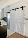 białe drzwi przesuwne, drzwi przesuwne do spiżarni, drzwi do schowka