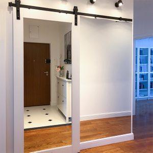drzwi przesuwne z lustrem, drzwi przesuwne z litego drewna, drzwi drewniane z lustrem, drzwi przesuwne do garderoby, lustro w przedpokoju, duże lustro w przedpokoju