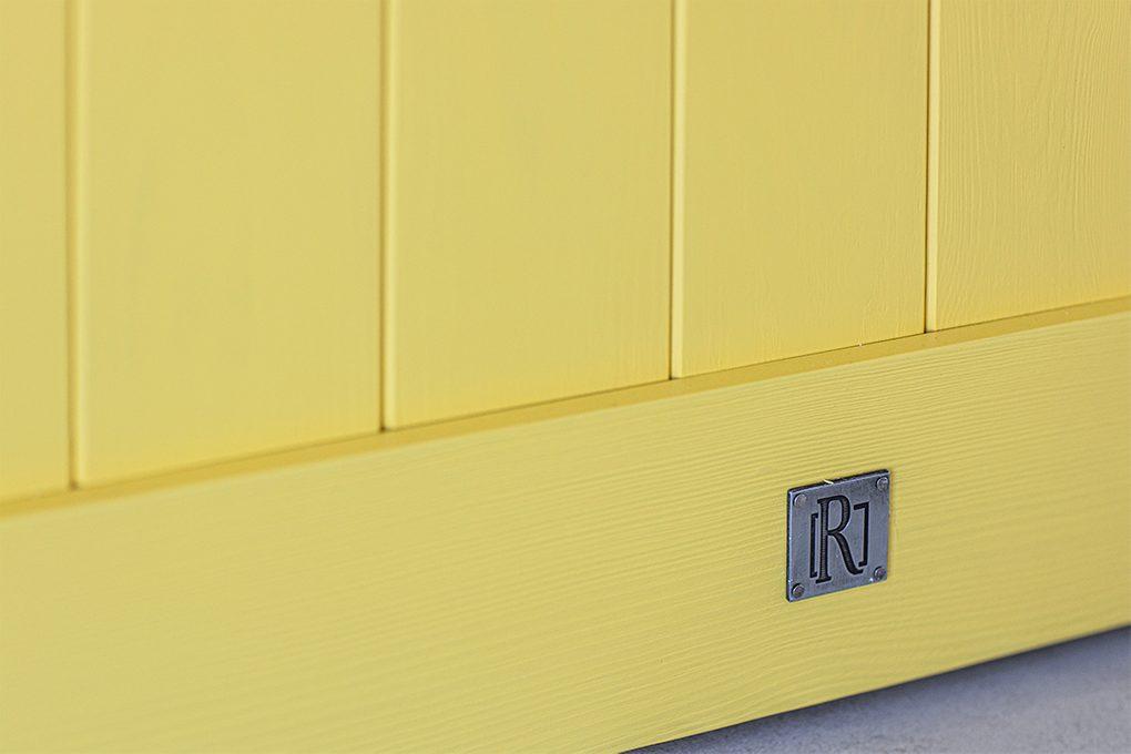żółte drzwi, drewniane drzwi w kolorze żółtym, żółte drzwi przesuwne